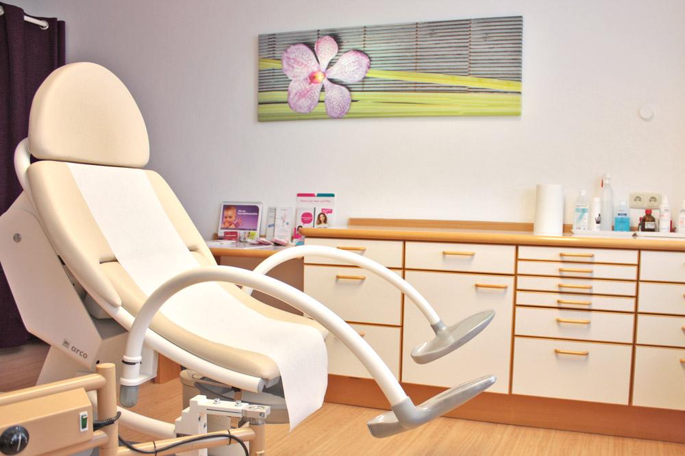 Frauenarzt Germering Behandlungszimmer
